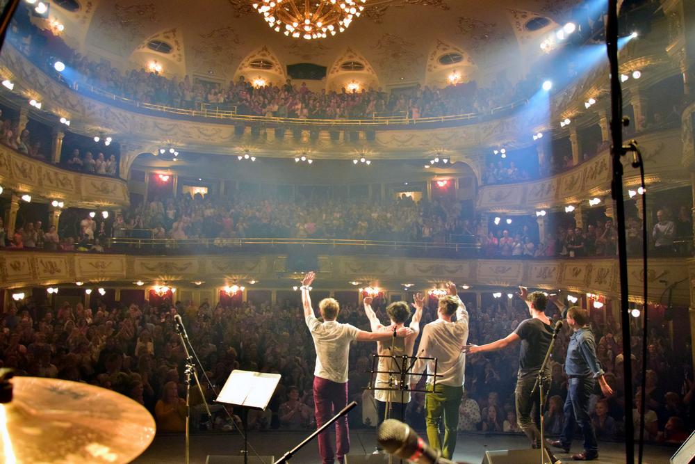 Csodálatos hangulatú koncert a Vígszínházban, a Színházak Éjszakáján!